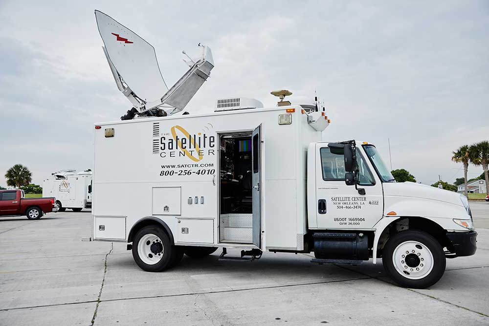 HD 2.4M Wolfcoach KU Band Satellite Uplink Truck with Dual Path MPEG-4 and Production Capability